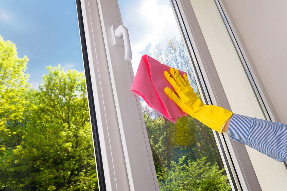 Haushaltsnahe Dienstleistungen, wie Fensterputzen oder Gardinenwechsel